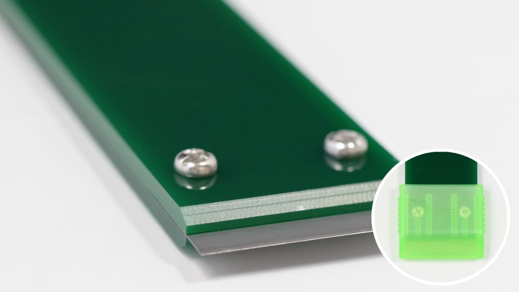 ナルビーの定番、業務用ガラススクレーパー「一枚刃ホルダー」。専用キャップ付きです。