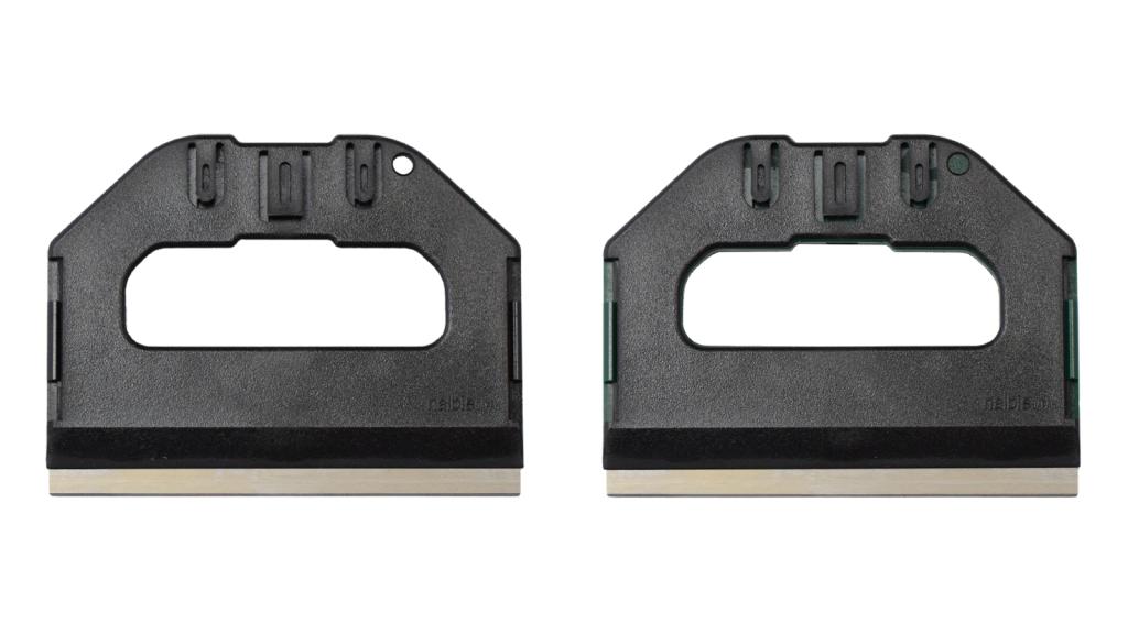 広い範囲を一気に作業するのに適した大型スクレーパー、ナルビーのS-PRO。裏面はブラック一色のみとなります。
