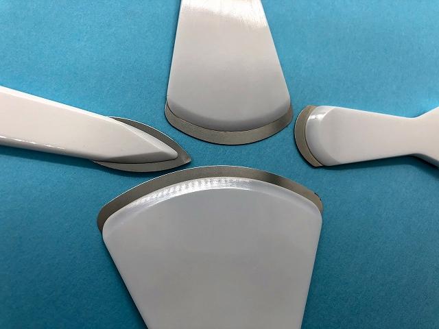 ナルビーラウンドスクレーパーは、ステンレス製刃先が4種類あり用途に応じて選べます