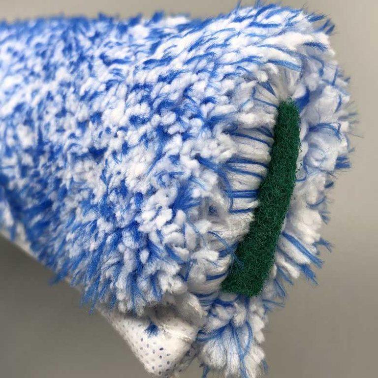 ナルビーのマイクロファイバーシャンパー35は、サイドに付いたナイロン不織布製の研磨パッドが、マイクロファイバーだけでは落ちない頑固な汚れや仕上げ等で活躍します。