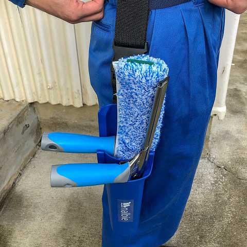 ナルビーのバケットなら、大事な仕事道具をベルトから下げられるので、水漏れせず快適に持ち運びができます